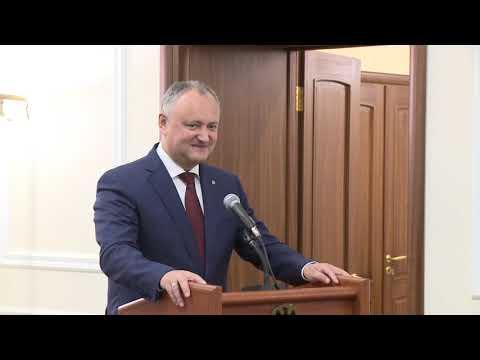 Șeful statului a înmînat Diploma de Onoare a Președintelui Republicii Moldova unui grup de cetățeni
