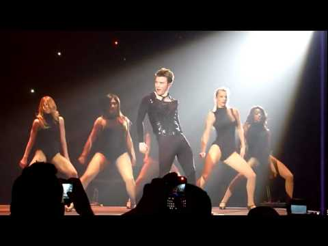 Kurt bailando Single Ladies Glee (видео)