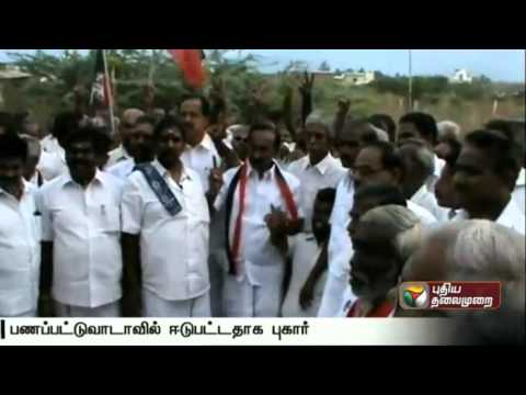 ADMK-Candidate-Gives-Money-to-Voters