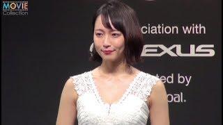 吉岡里帆、真っ白なキャンバスをイメージし白いドレスで登場/VOGUE JAPAN Women of the Year 2017