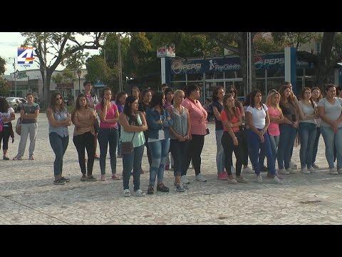 Bienvenida a estudiantes universitarios en Plaza Artigas