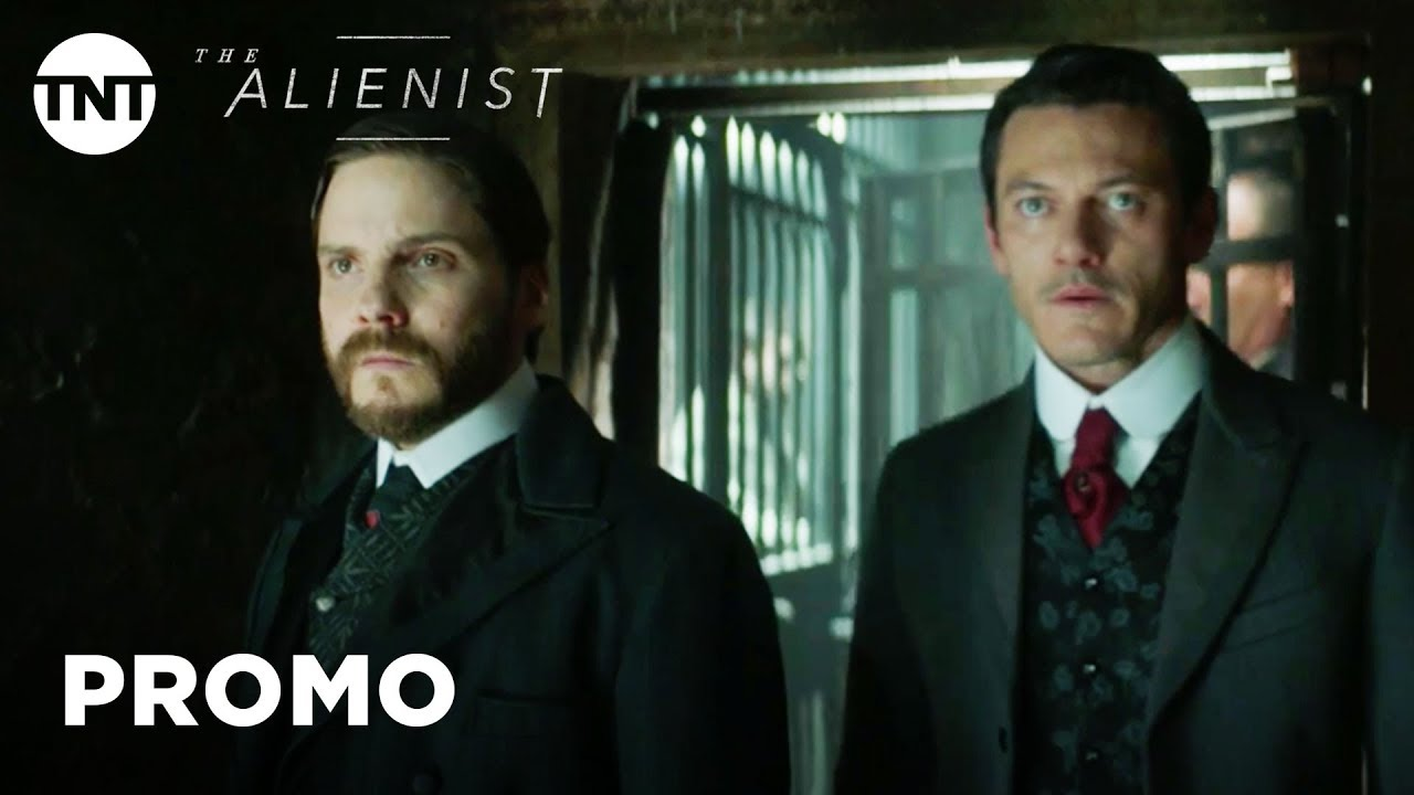 He's watching Them. Luke Evans, Daniel Brühl & Dakota Fanning look for a Killer in TNT Psychological Thriller Series 'The Alienist' (Clip)