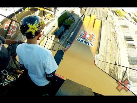 mitchie brusco compie acrobazie sullo skateboard!