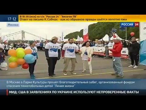 Наталья Толстая -Благотворительный забег в Москве: для спасения детей пришлось бежать на шпильках