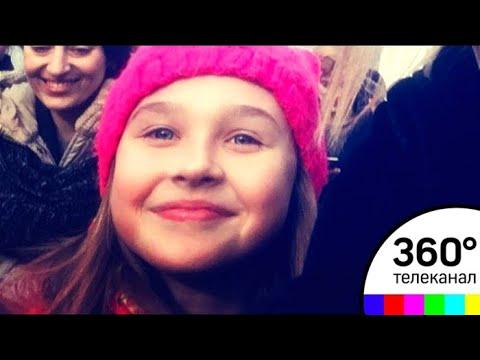 """Как живут """"девочка в розовом"""" и ее мама, прославившиеся после митинга в Волоколамске"""