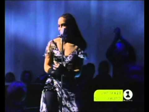 Alicia Keys - Fallin' & a Woman's worth (Live @ VH1 Vogue Fashion Awards 2001)