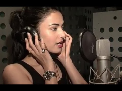 3G - Catch Sonal Chauhan sing live at the studio during the making of the song 'Kaise Bataaoon' along with talented singer K.K from '3G'. Music director Mithoon g...