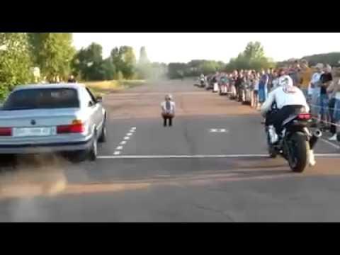 Dirka med BMW in motorjem se izjalovi