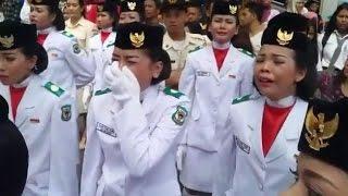 Video Seluruh Anggota Paskibra Menangis Histeris Karena Bendera Gagal Berkibar MP3, 3GP, MP4, WEBM, AVI, FLV Mei 2019