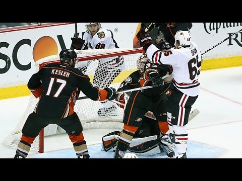 Disallowed headbutt goal in game 2 of NHL Western Conference playoffs