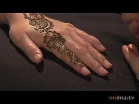 Riffat - Riffat Bahar demonstrates the art of henna with a simple example.