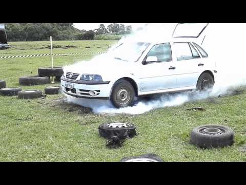 deretendo os pneus... shock car em muliterno.