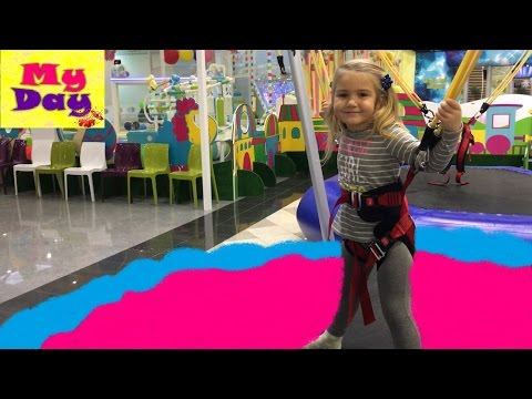 Игровая Комната Детские Развлечения с Дашей! Прыгаем на Батуте!★VLOG★Video Kids (видео)