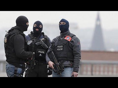 Βρυξέλλες: Στα ίχνη και πέμπτου υπόπτου για τις επιθέσεις