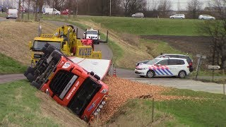 Video Vrachtwagen in sloot gekanteld op de Zanddijk/Schapendijk in Kruiningen MP3, 3GP, MP4, WEBM, AVI, FLV Mei 2019