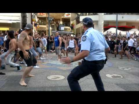 Cop joins Flash Mob