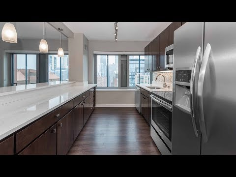 A spacious 3-bedroom, 3-bath on the River North / Gold Coast border