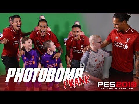 Video: Firmino, Van Dijk & Trent's hilarious photobombing | PES2019 Prank