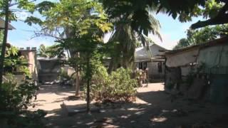 Weiße Strände, Palmen, ein einfaches Leben - auf den ersten Blick wirkt das Südsee-Atoll der Republik Kiribati wie das reinste Paradies. Doch der Schein trügt.