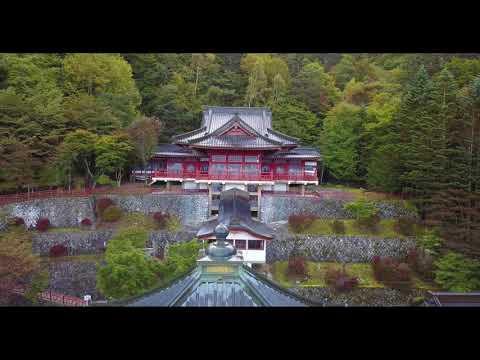 紅葉が始まった日光山中禅寺 立木観音