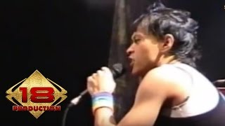 Download Lagu Club Eighties - Aku Suka Pacarmu (Live Konser Tanjung Redeb 16 Juli 2006) Mp3