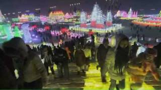 Constructing the ice and snow sculptures, Harbin 哈尔滨