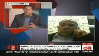 Vladimir Villegas poncha a Fernando del Rincon en entrevista en CNN