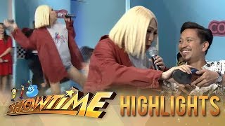 Video It's Showtime KapareWho: Vice throws Jhong's shoe MP3, 3GP, MP4, WEBM, AVI, FLV April 2019