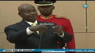 Rais wa Uganda Yoweri Museveni amekuja Tanzania kwa ziara ya siku mbili ambapo breki ya kwanza baada ya kutua uwanja wa ndege alikwenda IKULU na ...
