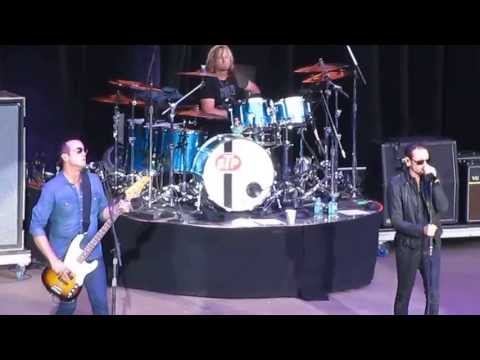 EarvinGotti - Stone Temple Pilots and Chester Bennington perform
