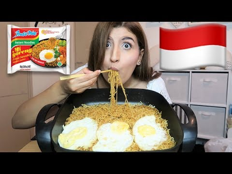 [MUKBANG] Trying Indomie Mi Goreng For The First Time - Indonesian Noodles