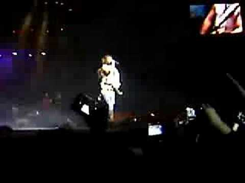 Concierto de RBD en Barcelona: El Beso de Anahi y Poncho