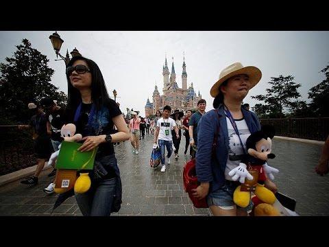 Κίνα: Εντυπωσιακά εγκαίνια για την Disneyland της Σανγκάης