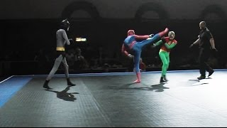 faze tari Batman and Robin vs SpiderMan
