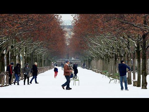 Eiffelturm geschlossen: Erster Schnee in Paris