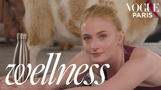 Dark Phoenix star Sophie Turner tries Goat Yoga for the first time | Vogue Wellness | Vogue Paris