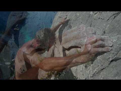 Free climbing a Cala Goloritzè