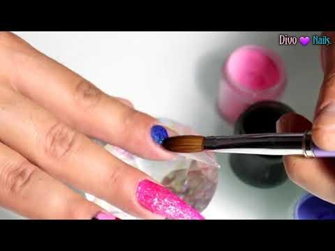 uñas acrilicas rosa neon + trazos con acrilico