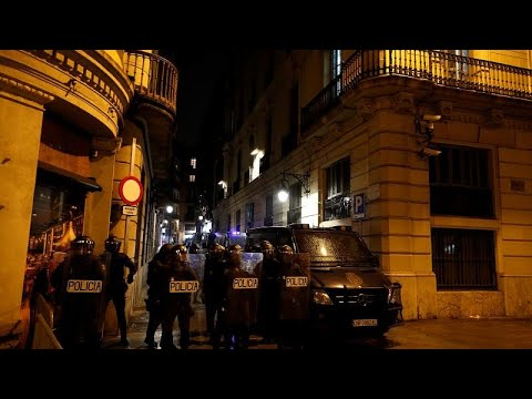 Ολονύχτιες συγκρούσεις στην Βαρκελώνη