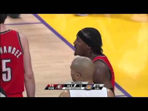 Ron Artest elbowing Gerald Wallace
