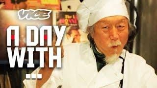 「59歳から始めた、いつ始めてもいいんじゃない?」密着24時!69歳のDJ - 69-Year-Old DJ