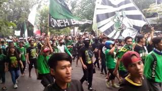 Video Nyali Arek Suroboyo Cok, Bonek Kepung Pengadilan Negeri Surabaya MP3, 3GP, MP4, WEBM, AVI, FLV Desember 2018