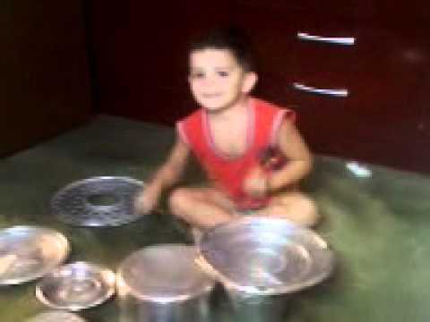menino tocando  bateria em Equador-rn