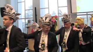 """Op zondag 8 februari vond in het stadhuis van Valkenburg de sleuteloverdracht plaats. Bokkekroed trad op voor Prins Jordy I en Minister John met hun hit """"Veer Echte Bokke""""."""