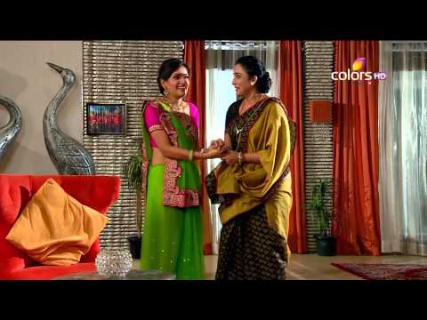 Madhubala - Raja and Madhu start their new life in the chawl. Raja goes to buy a broom stick for the first time in his life. Raja even proceeds to sweep the house, which makes Madhu very happy. Madhu then...