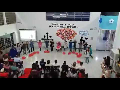 Palotina - Alunos do Colégio Ceeduc homenageiam seus pais com apresentações artísticas.