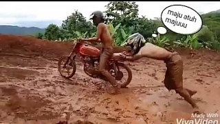 Video Kumpulan Video Lucu & Gagal Jumping Saat Mengendarai Motor Trail MP3, 3GP, MP4, WEBM, AVI, FLV Februari 2018