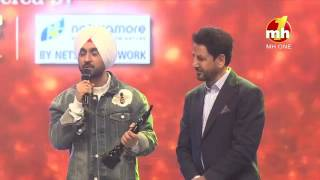 Video Diljit Dosanjh Gives his Award To Ammy Virk | Filmfare Award | Ambarsariya movie | Super Singh MP3, 3GP, MP4, WEBM, AVI, FLV Januari 2019