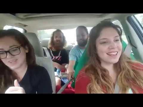 """Cantando """"Baby Come Back"""" in auto e si schiantano in diretta"""