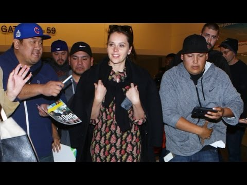 Felicity Jones DENIES Desperate Autograph Seeker At LAX